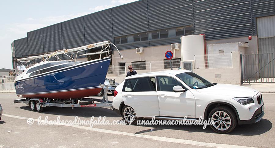 La barca Mafalda carrellata dalla nostra autovettura.