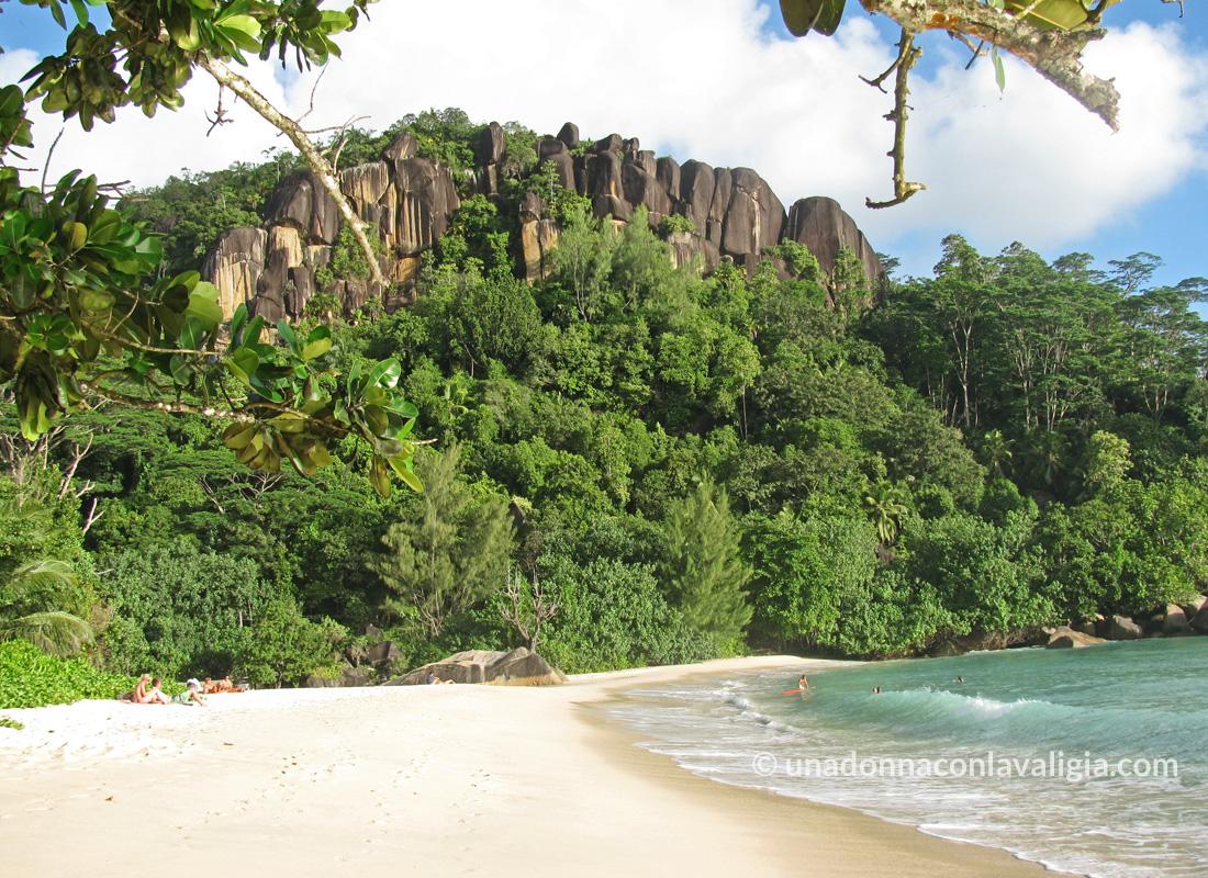 spiaggia a mahè seychelles